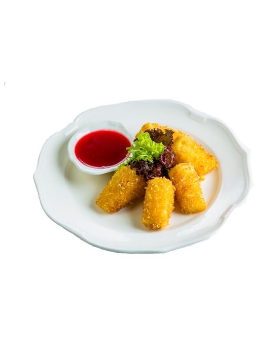 Жареный сыр Сулугуни с клюквенным соусом
