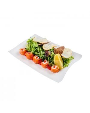 Салат из лосося с сыром Фета